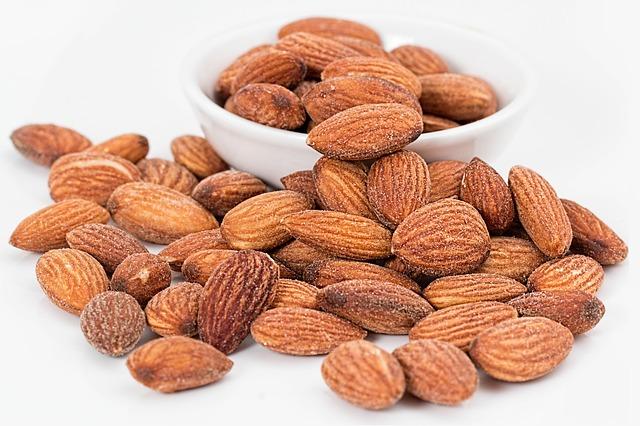 almonds-1768792_640